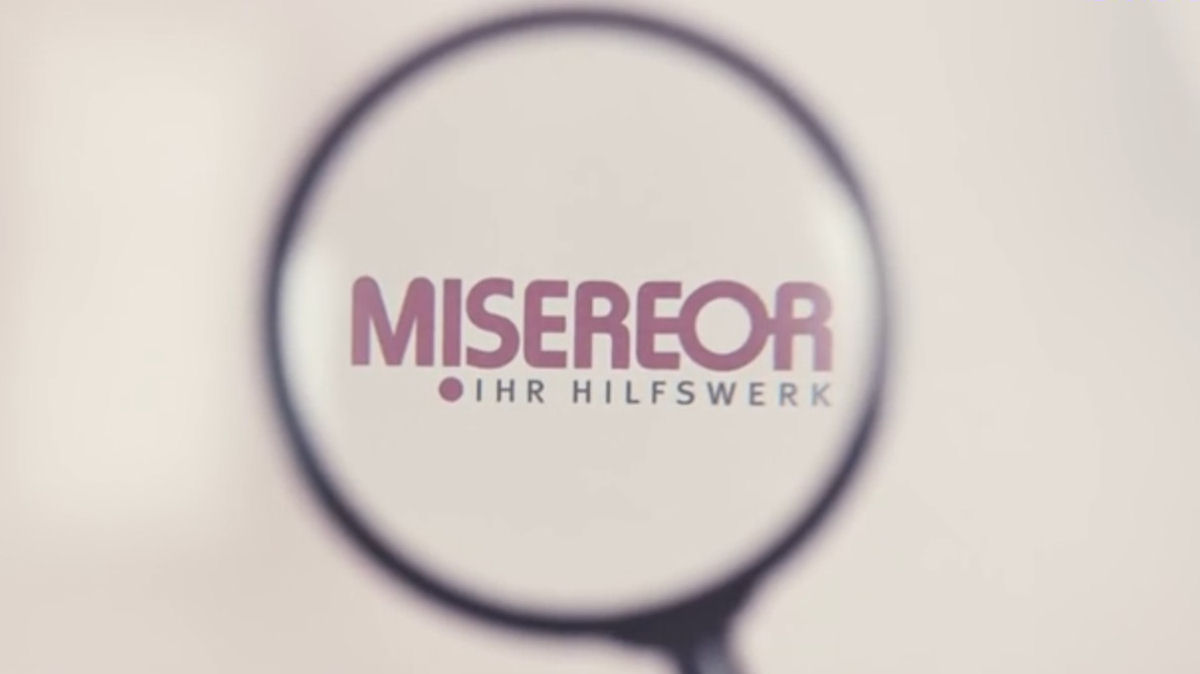 Misereor Logo unter Lupe